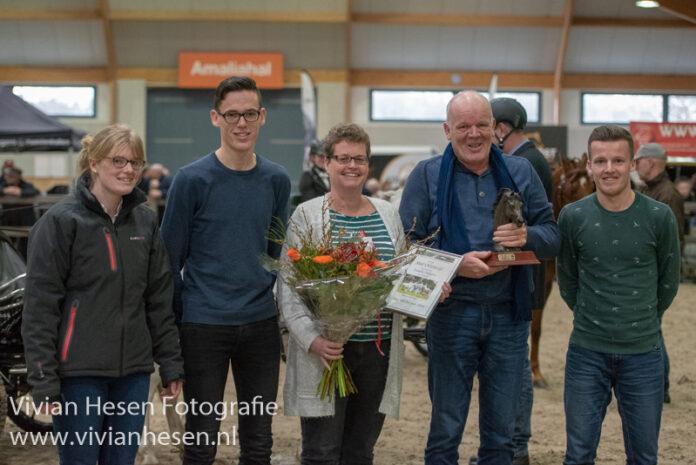 Familie Dijkstra van Stal Oldenzijl Fokker van het Jaar 2019
