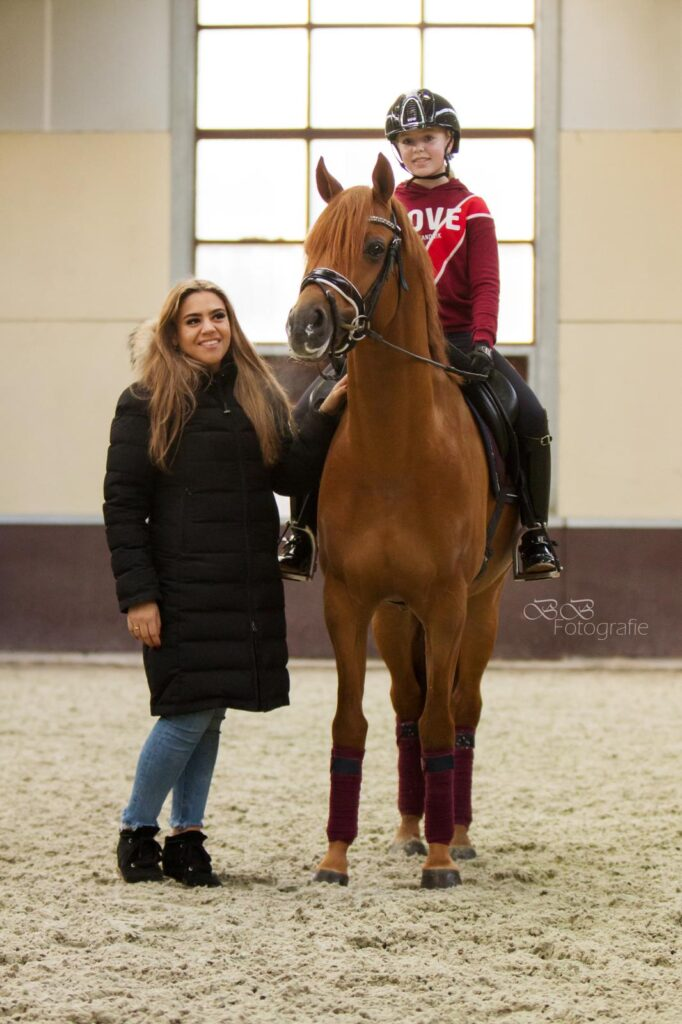 Dena Lammers op Coelenhages Handsome King en instructrice Tessa Sweeb. Foto Bibi Bosch